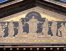 220px-Victoria_and_Albert_Museum_courtyard_frieze_detail
